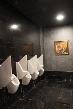 Мужской туалет. Простенько и со вкусом
