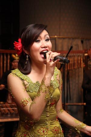 Исполнительница современных индонезийских песен