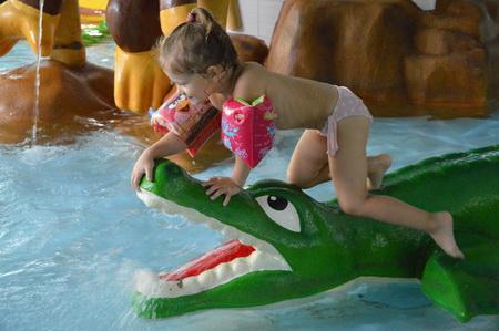 Имеется несколько бассейнов для детей