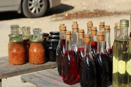 На рынке предлагают домашние заготовки и ракию