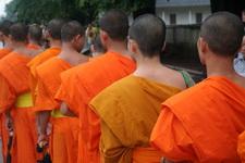 Церемония вручения одеяния монахам