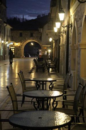 Андричград особенно романтичен вечером