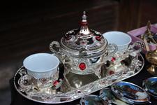 С таким чайным комплектом - да в XV век!