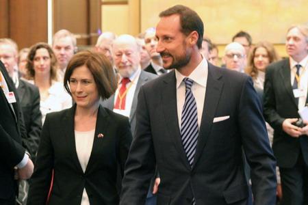 Принц Хокон с Хейди Олуфсен, Генеральным консулом Норвегии в Петербурге