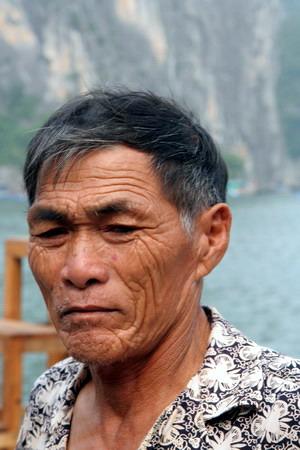 Рыбак из Халонг Бей