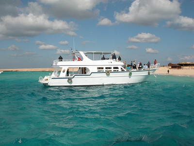 Вода в Красном море отличается насыщенным бирюзовым цветом