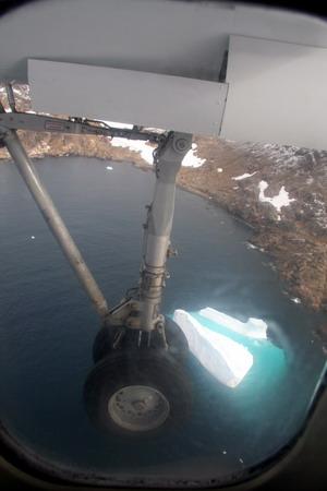 Под крылом - айсберг