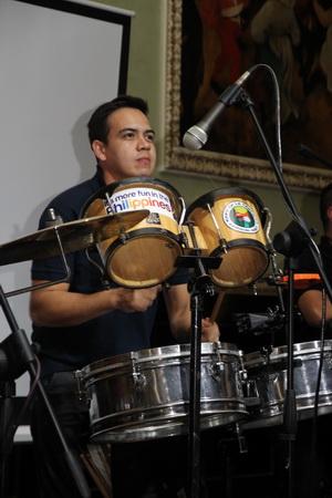 Филиппинцы привезли с собой музыкантов