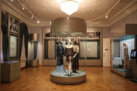 В девяти залах представлено 700 экспонатов